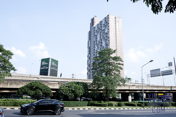 MAYFAIR PLACE VICTORY MONUMENT
