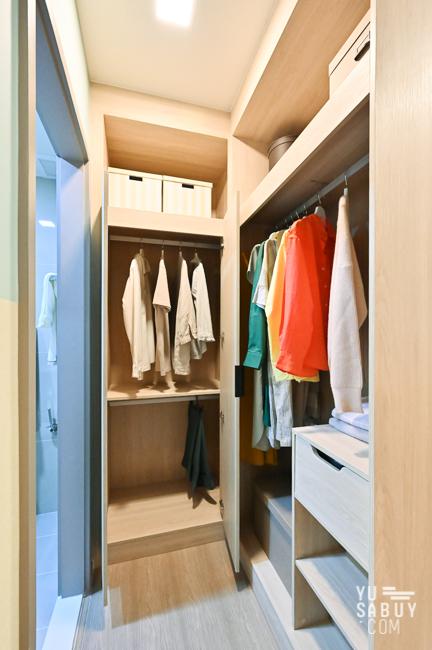 Walk-in closet (2)