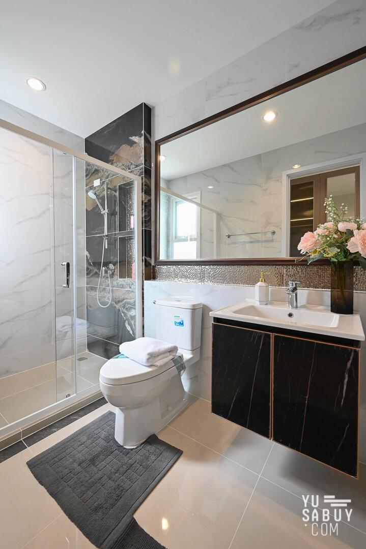 ห้องน้ำในห้องนอนใหญ่